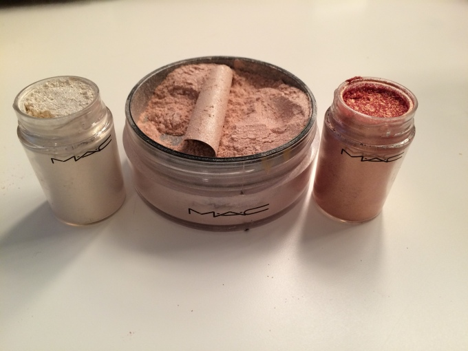 M.A.C Pigment Colour & Iridescent Loose Powder
